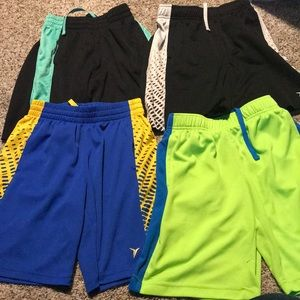 4 pair of boys old navy go dry shorts